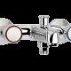 Un mélangeur mural bain-douche chromé pour la salle de bain