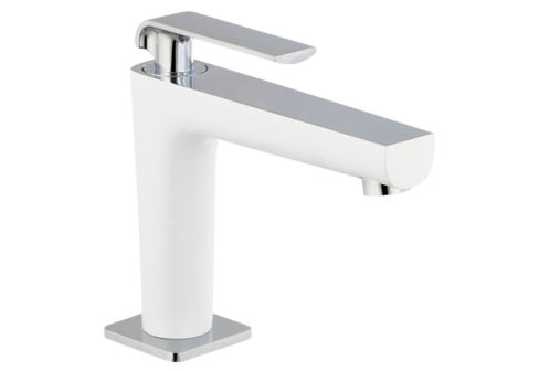Un robinet simple de lavabo blanc/chromé