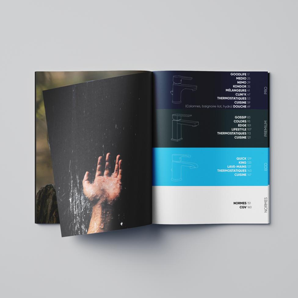 Un catalogue ouvert sur la page du sommaire